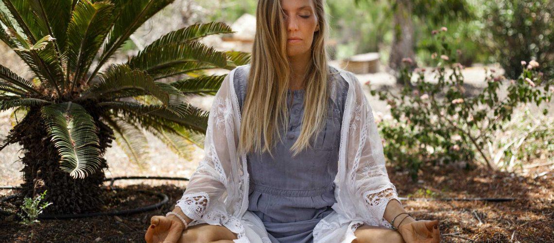 Charan Amrit Kaur Titelbild mit Meditation